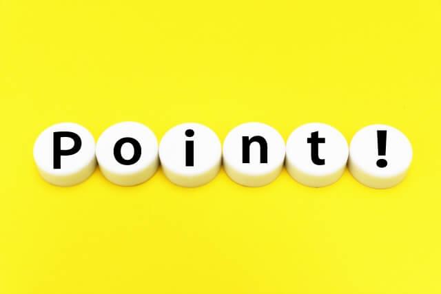 """>管理会社の選び方"""" width=""""1280″ height=""""720″ class=""""aligncenter size-full wp-image-20662″ /></p> <p>契約の内容にもよりますが、管理会社に委託すれば、クレーム処理や家賃滞納への対応などといった雑務をすべて任せられます。</p> <p>賃貸住宅の経営に成功するかどうかは、管理会社選びで決まるといわれるほどです。</p> <p>選ぶ際にはいくつかのポイントがあるので覚えておきましょう。</p> <h3>スピーディに対応してくれる</h3> <p>問い合わせをしてから対応にいたるまでのスピードは管理会社によってさまざまです。</p> <p>対応の遅れが後々大きなトラブルとなる可能性もあるため、なるべくレスポンスよく対応してくれるところのほうが、大家としては安心でしょう。</p> <h3>入居者を集めてくれる</h3> <p>管理会社のなかには、集客まで担うところもありますが、会社によって集客力は大きく異なります。</p> <p>賃貸住宅のオーナーにとって、空室リスクは少しでも下げたいところです。</p> <p>少しでも集客力の高い管理会社を選ばなくてはなりません。</p> <p>具体的にどのような集客を行っているのか、事前に確認するのもよいでしょう。</p> <h3>相見積もりはとること</h3> <p>管理会社によって必要となる費用が異なります。</p> <p>現在では、数多くの不動産管理会社が営業しており、手数料などの料金形態や単価もさまざまです。</p> <p>1社だけ話を聞いてすぐ即決するのではなく、複数社に見積もりを出してもらいましょう。</p> <p>相見積もり出してもらえば、費用の相場が理解できます。</p> <p>複数社の価格とサービス内容を比較できるため、もっともコストを抑えられる会社に委託することも可能です。</p> <h2>まとめ</h2> <p>アパート経営が軌道にのれば、安定した家賃収入を得られます。</p> <p>アパートそのものを資産として残すこともでき、税制面での優遇措置も受けられるため、アパート経営にはメリットがたくさんあります。</p> <p>ただし、アパート経営にはデメリットやリスクがあるのも確かです。それを踏まえたうえで、賃貸住宅の経営を始めましょう。</p> <p>管理会社選びも成否を決める重要な要素です。ここでお伝えしたことを参考に、信頼できる管理会社を見つけてください。</p> <!-- AI CONTENT END 1 -->  </div><!-- .article-body -->          <div class="""