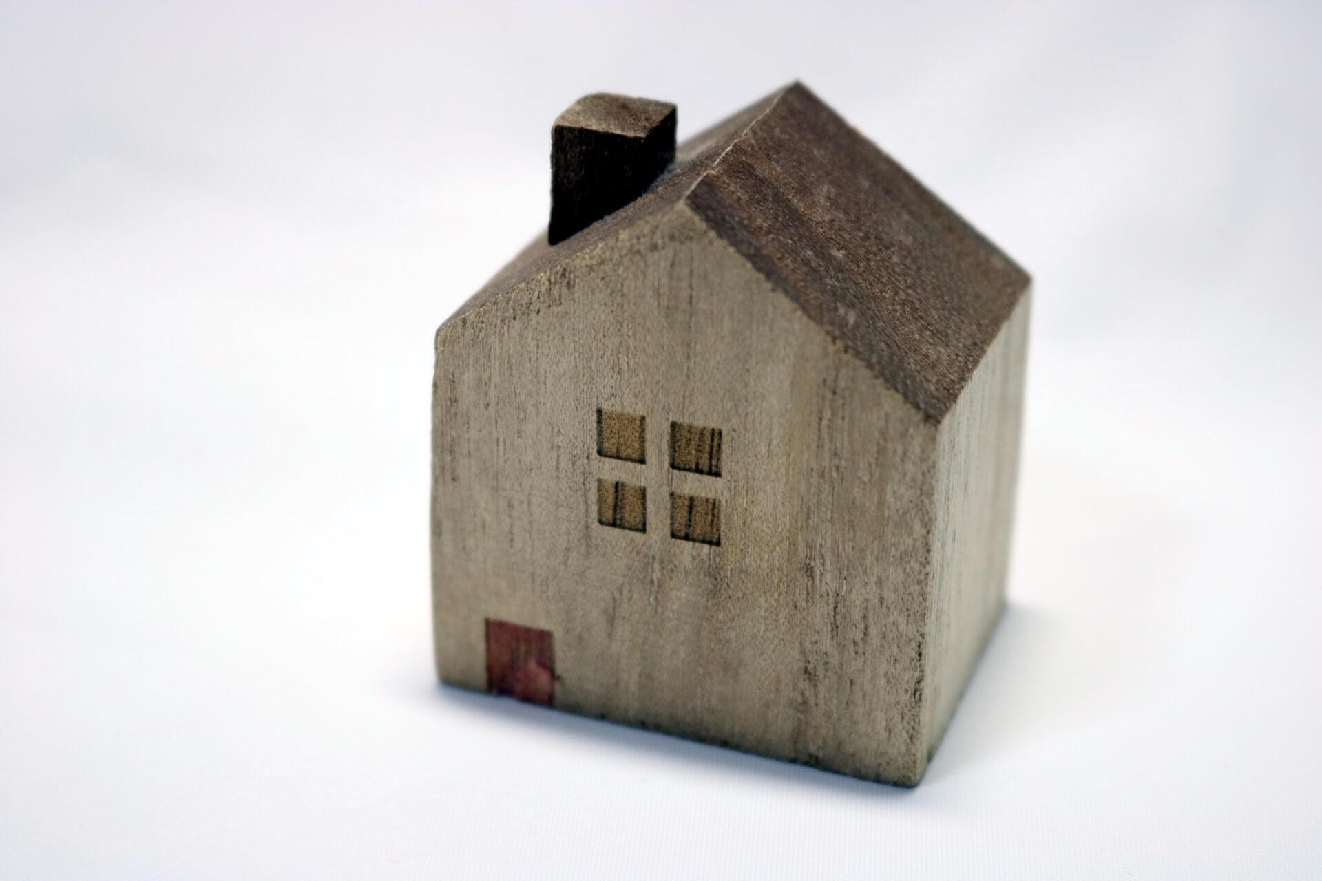 「古家付き」の土地売却は更地にするべき?